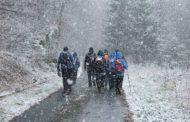 Při výstupu na Kamenný vrch chumelilo jako v zimě